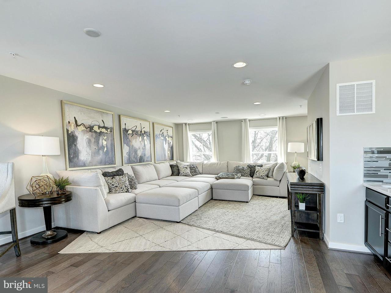 Additional photo for property listing at 3975 Oak Street 3975 Oak Street Fairfax, 버지니아 22031 미국