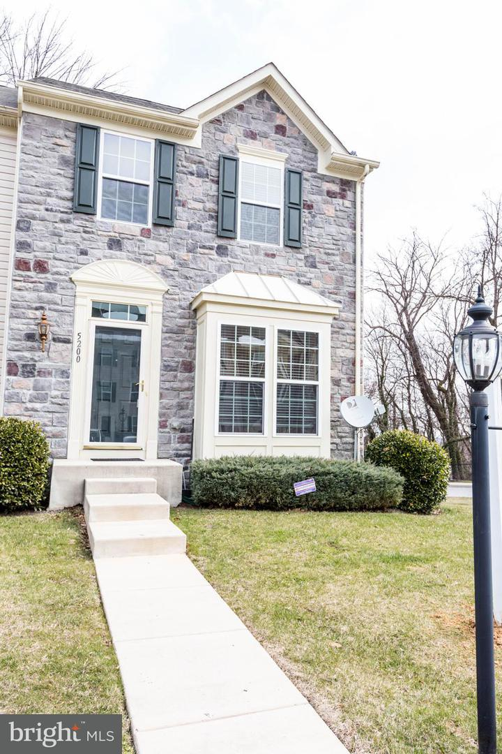 Single Family for Sale at 5200 Wyndholme Cir #1 Baltimore, Maryland 21229 United States