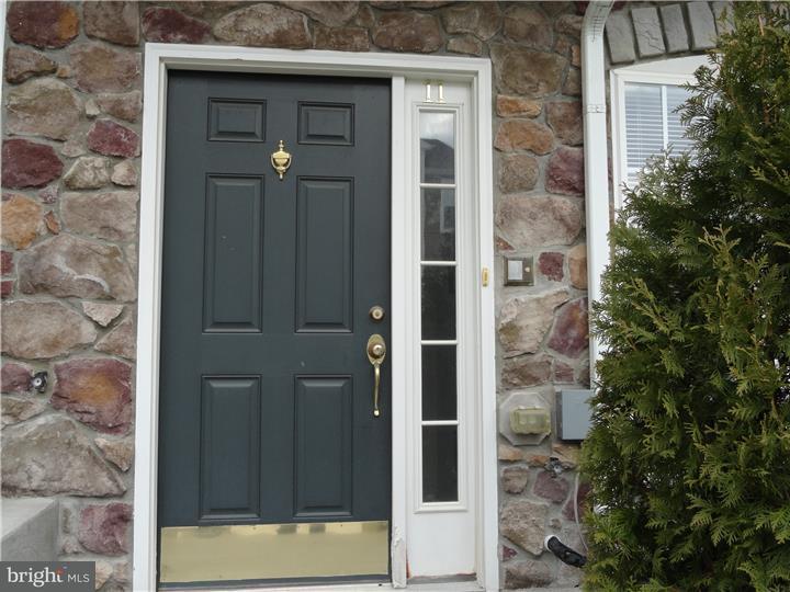 Casa unifamiliar adosada (Townhouse) por un Alquiler en 11 RIVER Lane Delanco Township, Nueva Jersey 08075 Estados Unidos