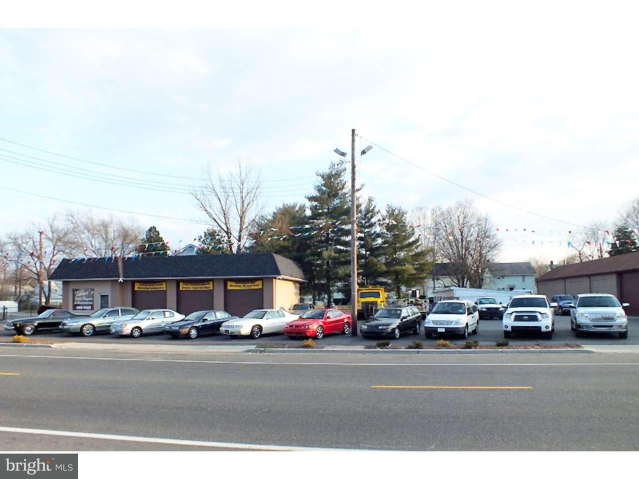 Maison unifamiliale pour l Vente à 400 W BROAD Street Paulsboro, New Jersey 08066 États-Unis