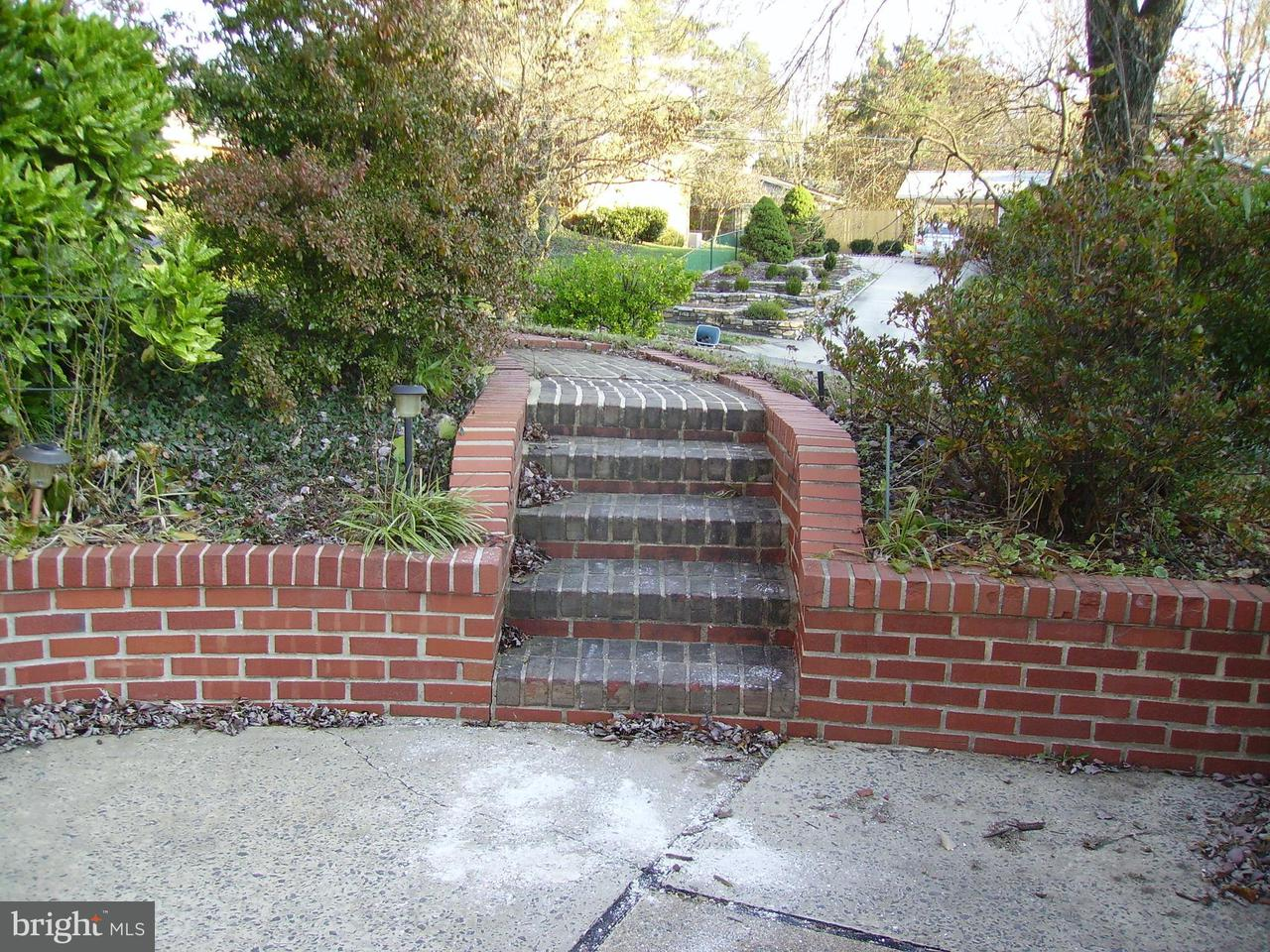 Additional photo for property listing at 10120 Farmington Drive 10120 Farmington Drive Fairfax, 弗吉尼亞州 22030 美國