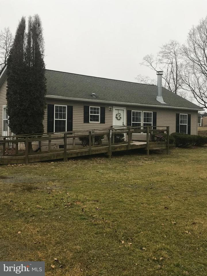 Single Family for Sale at 3932 North Clear Ridge Rd Hustontown, Pennsylvania 17229 United States