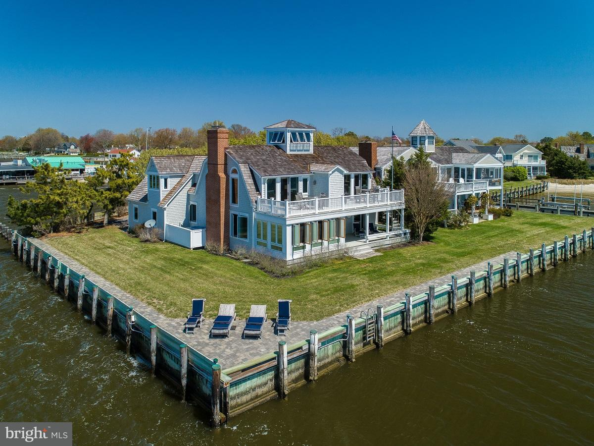 Photo of home for sale at 121 Pier Street W, Oxford MD