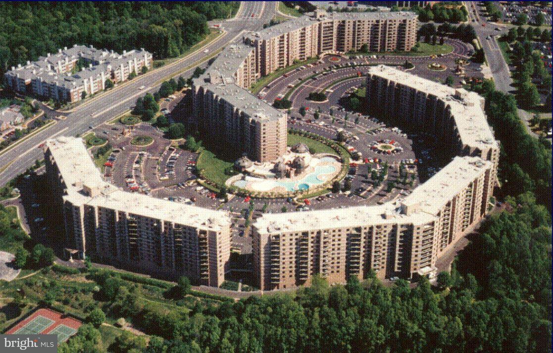 Condominium for Sale at 8360 Greensboro Dr #223 McLean, Virginia 22102 United States