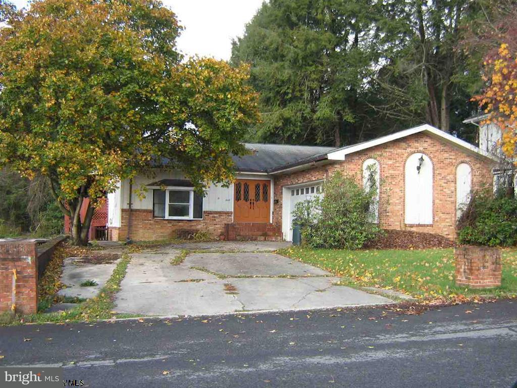 Single Family for Sale at 113 North Price St Kingwood, West Virginia 26537 United States
