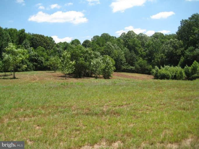Additional photo for property listing at 6950 Lost River Pl  Hughesville, Maryland 20637 United States