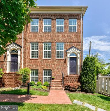 Property for sale at 3901 Madison Mews, Fairfax,  VA 22030