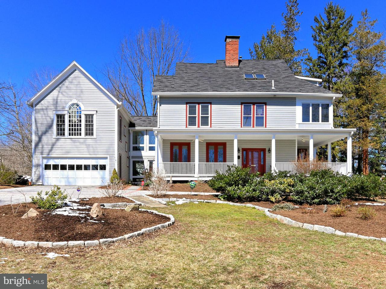 Частный односемейный дом для того Продажа на 407 Little Falls Street 407 Little Falls Street Falls Church, Виргиния 22046 Соединенные Штаты