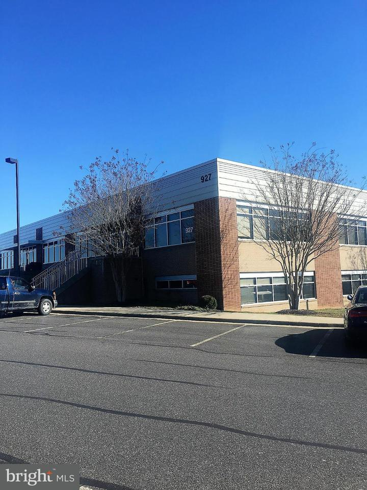 Commercial for Sale at 927 Maple Grove Dr #201 927 Maple Grove Dr #201 Fredericksburg, Virginia 22407 United States