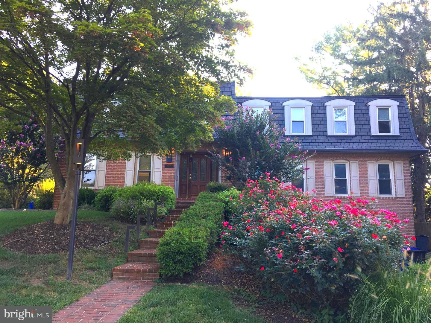 Single Family for Sale at 11905 Greenleaf Ave Potomac, Maryland 20854 United States