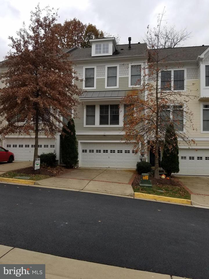 Townhouse for Sale at 89 Heron Lane 89 Heron Lane Occoquan, Virginia 22125 United States