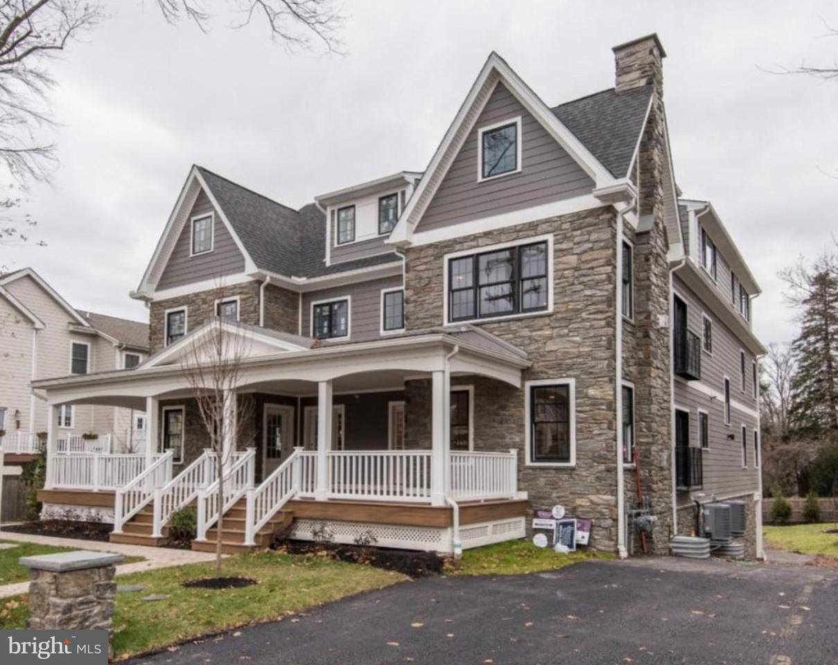 Casa unifamiliar adosada (Townhouse) por un Venta en 111 W MONTGOMERY AVE #D Ardmore, Pennsylvania 19003 Estados Unidos
