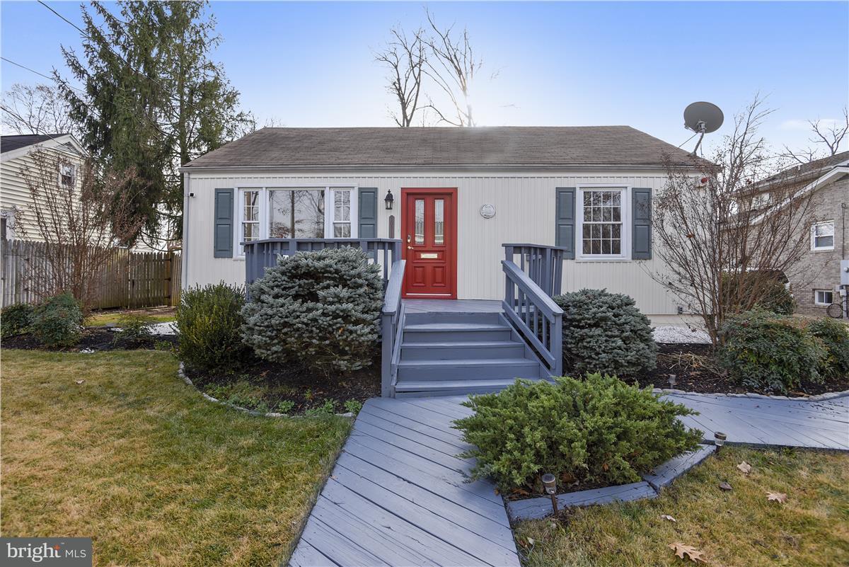 Частный односемейный дом для того Продажа на 10911 Warwick Avenue 10911 Warwick Avenue Fairfax, Виргиния 22030 Соединенные Штаты