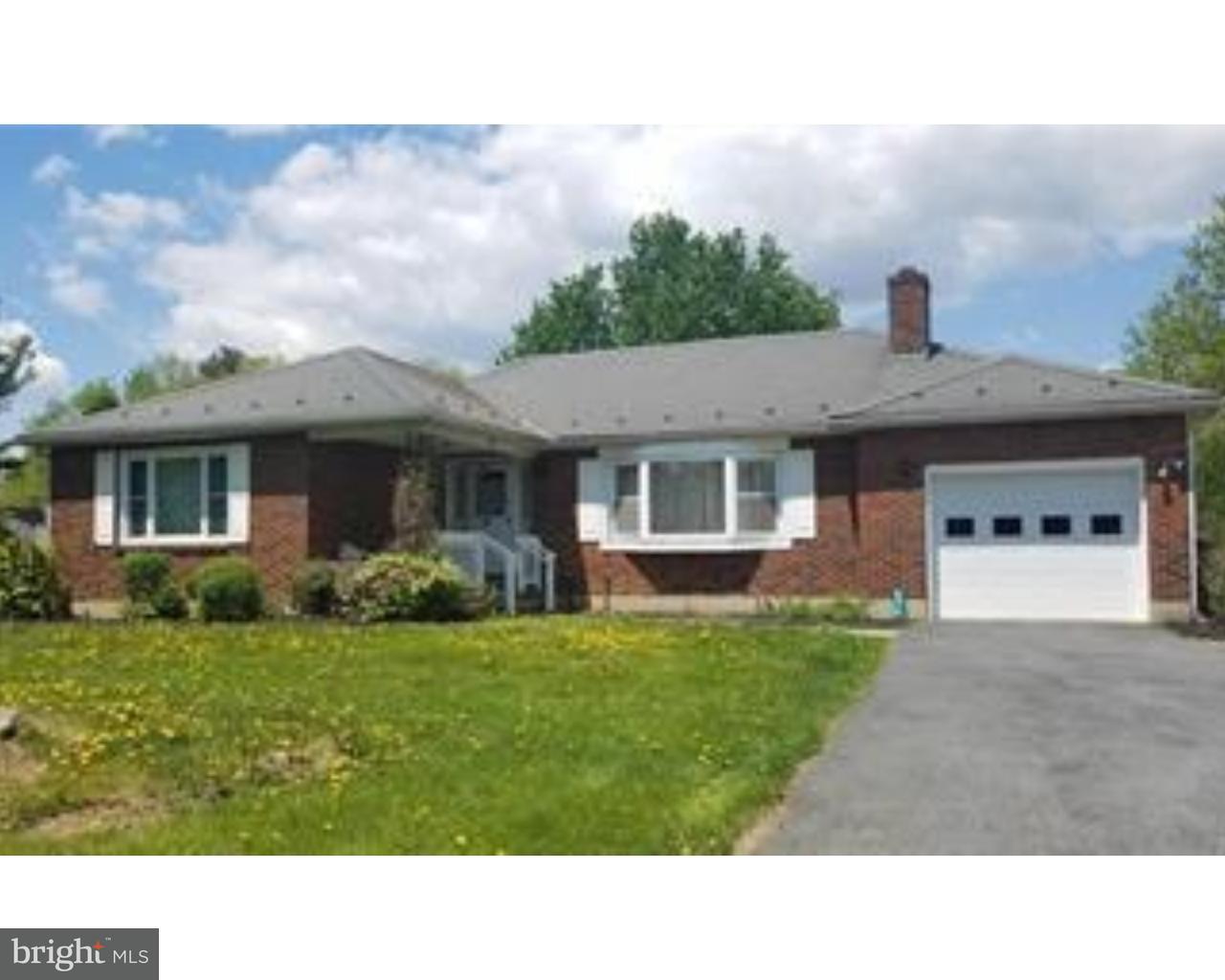 단독 가정 주택 용 매매 에 236 W MOORESTOWN Road Bath, 펜실바니아 18091 미국