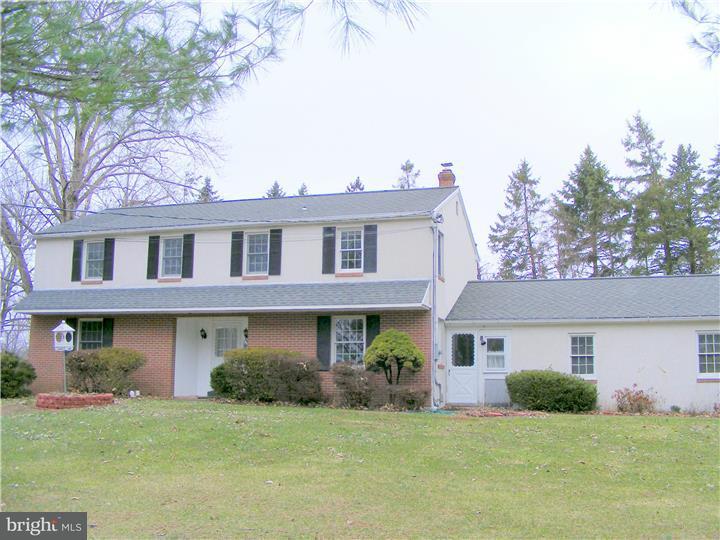 Casa Unifamiliar por un Alquiler en 1632 HILLTOWN PIKE Hilltown, Pennsylvania 18927 Estados Unidos