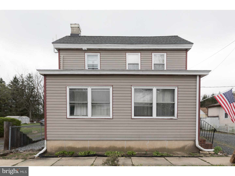 Maison unifamiliale pour l Vente à 31 N MAIN Street Harrisonville, New Jersey 08062 États-Unis
