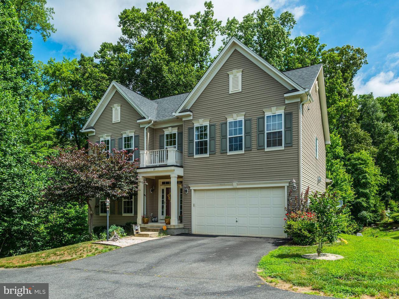 Photo of home for sale at 25 Garnet Way, Fredericksburg VA