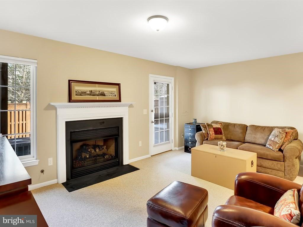 Additional photo for property listing at 6013 Kestner Circle 6013 Kestner Circle Alexandria, Virginia 22315 Vereinigte Staaten