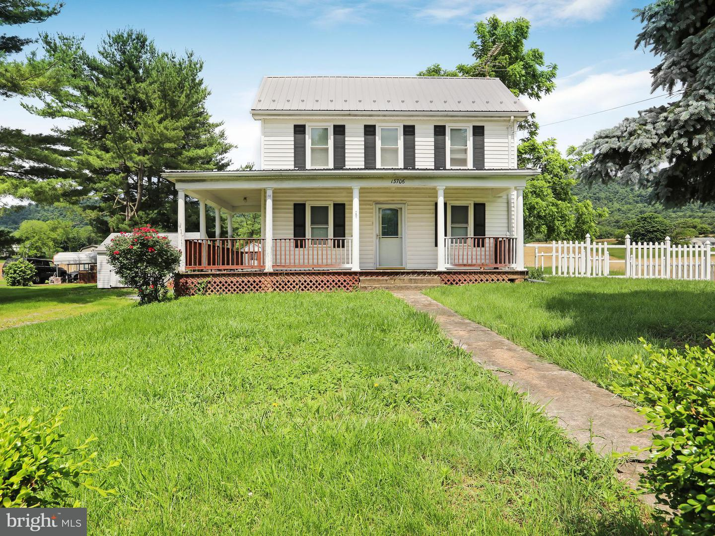 Single Family for Sale at 13706 Mercersburg Rd Clear Spring, Maryland 21722 United States