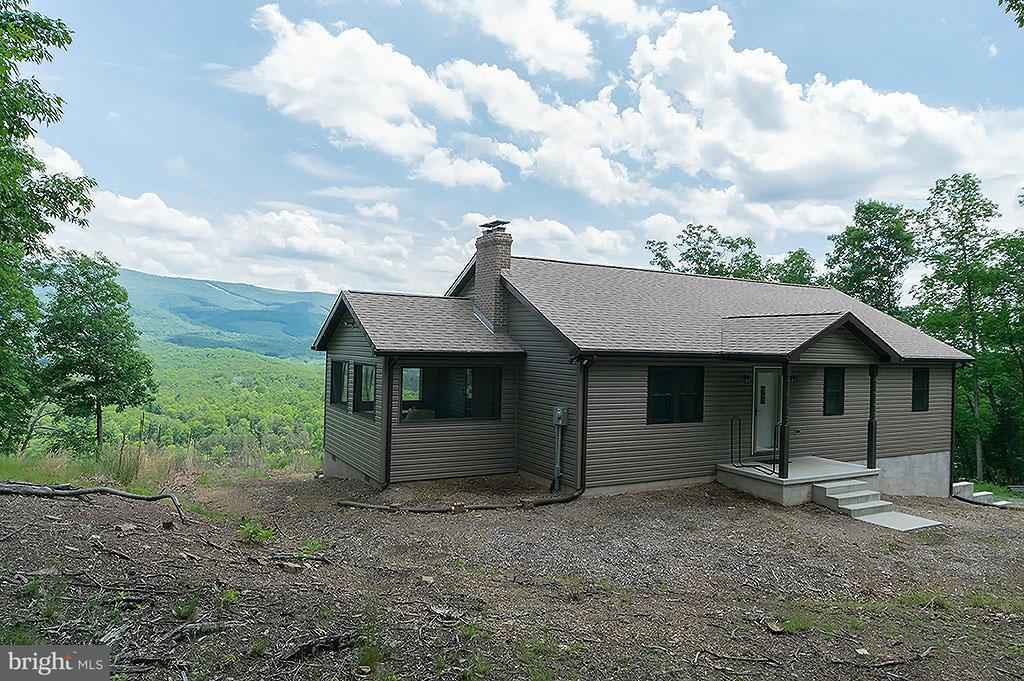 Single Family for Sale at 205 Spotted Fawn Lane Great Cacapon, West Virginia 25422 United States