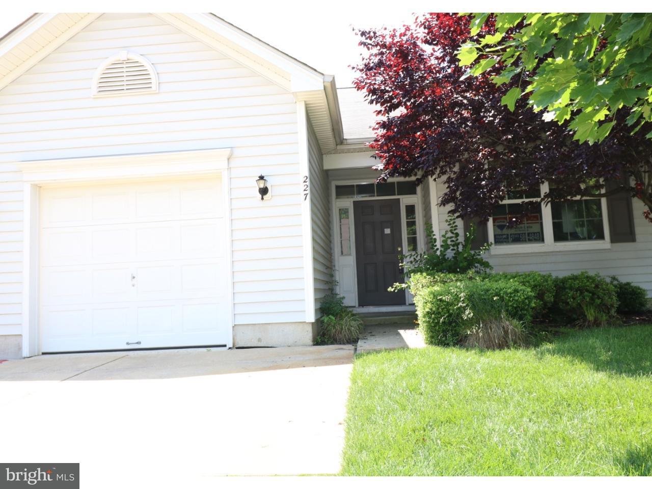 独户住宅 为 销售 在 227 NIGHT HAWK Circle Thorofare, 新泽西州 08086 美国