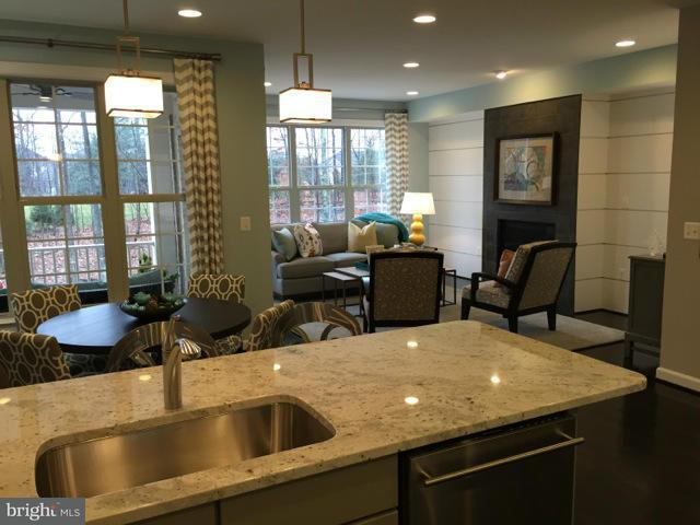 Additional photo for property listing at 7994 Turtle Creek Cir #65 7994 Turtle Creek Cir #65 Gainesville, 버지니아 20155 미국
