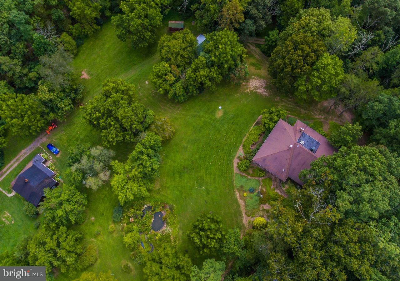 Additional photo for property listing at 1099 Woodmont Road 1099 Woodmont Road Great Cacapon, West Virginia 25422 Estados Unidos