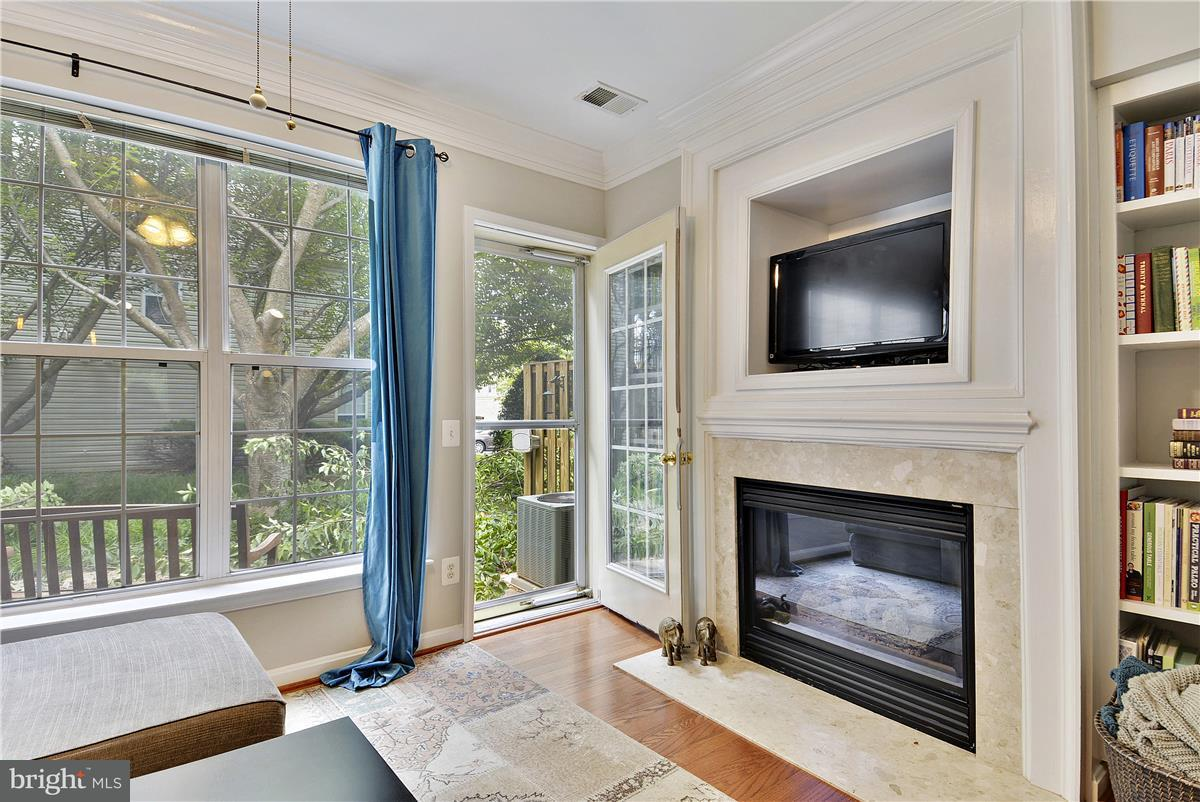 Additional photo for property listing at 7044 Falls Reach Drive 7044 Falls Reach Drive Falls Church, 弗吉尼亞州 22043 美國