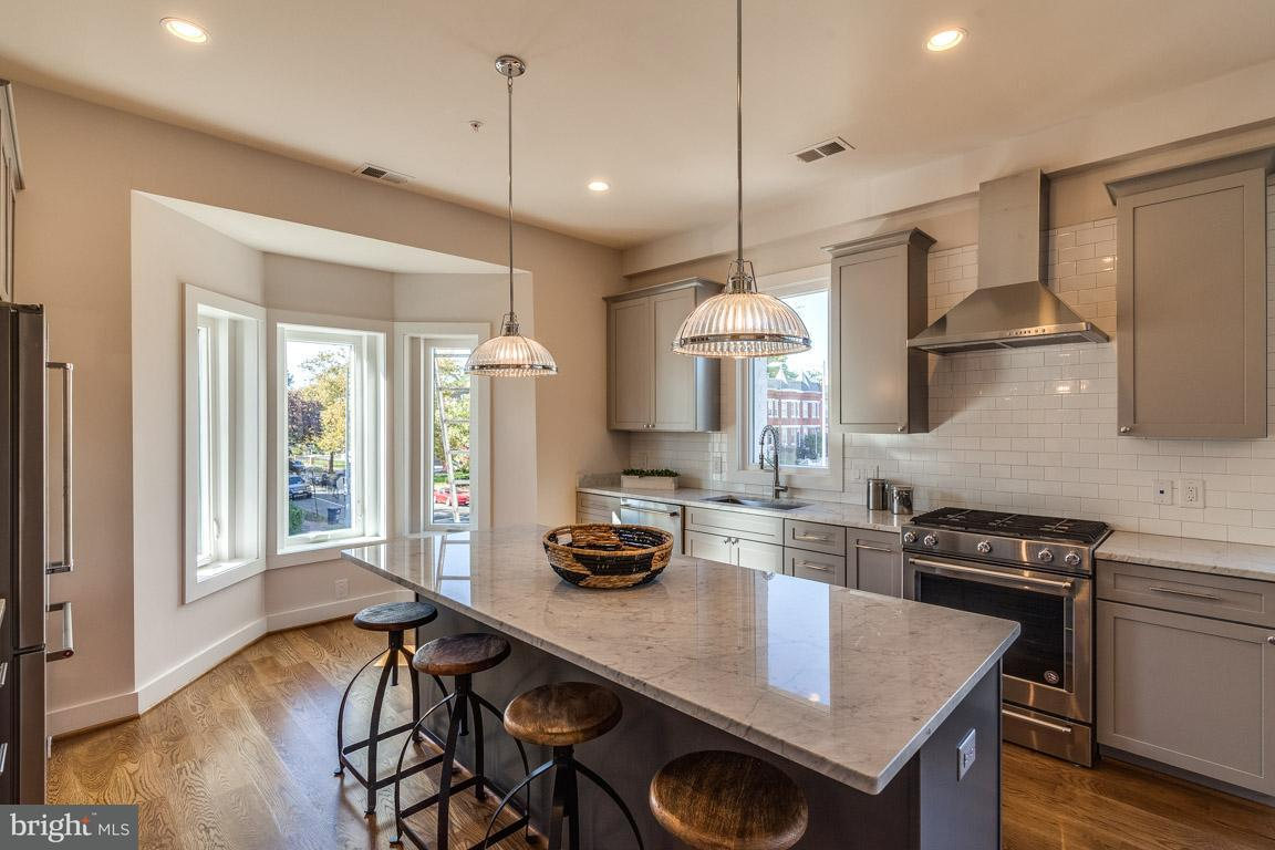 Additional photo for property listing at 240 Q St Nw #Ph #2 240 Q St Nw #Ph #2 Washington, Distretto Di Columbia 20001 Stati Uniti