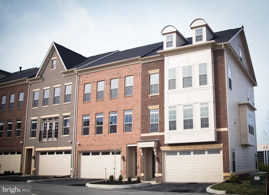 Maison accolée pour l Vente à 10215 Hilltop Ascent Drive 10215 Hilltop Ascent Drive Rockville, Maryland 20850 États-Unis