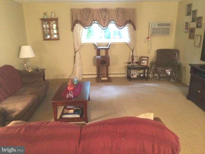 Maison unifamiliale pour l Vente à 400 GLENDALE RD #J13 Havertown, Pennsylvanie 19083 États-Unis