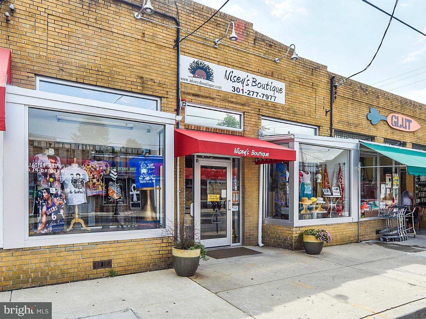 Commercial for Sale at 4007 34th St Mount Rainier, Maryland 20712 United States