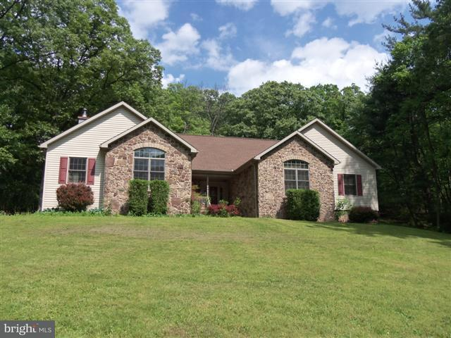 Single Family for Sale at 14143 Roberts Rd Hancock, Maryland 21750 United States