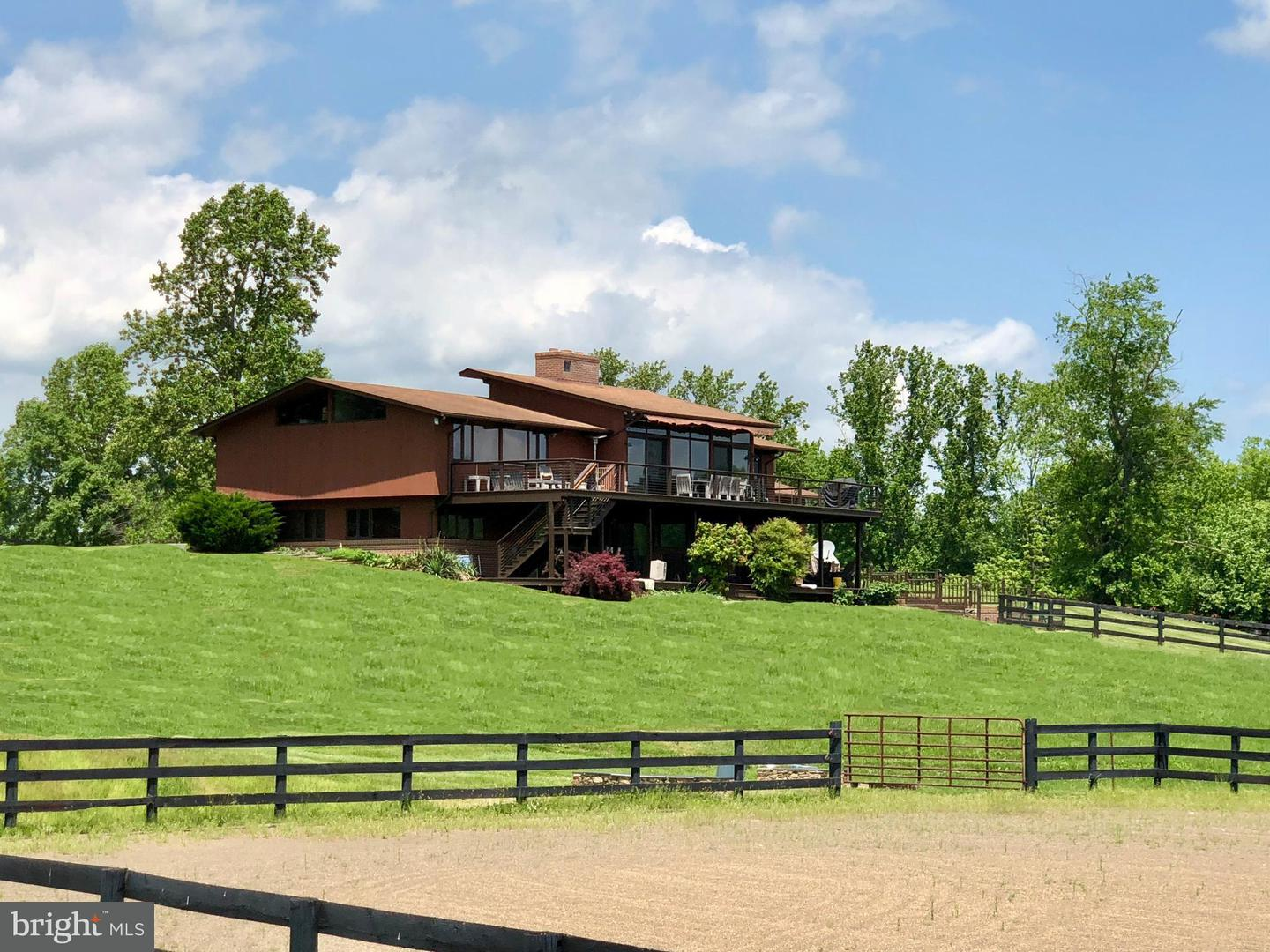 Single Family for Sale at 9376 Briar Ln Delaplane, Virginia 20144 United States