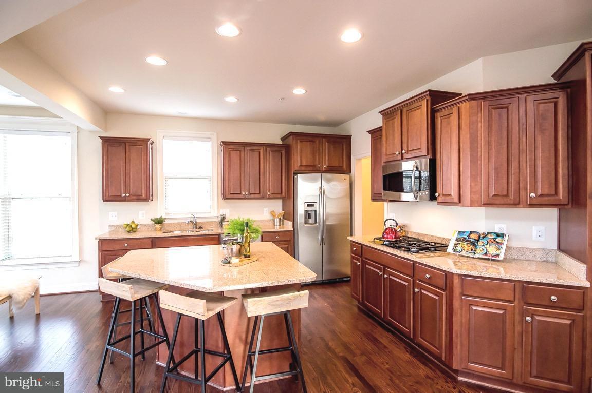 Частный односемейный дом для того Продажа на 3035 Moore Lane 3035 Moore Lane Kensington, Мэриленд 20895 Соединенные Штаты