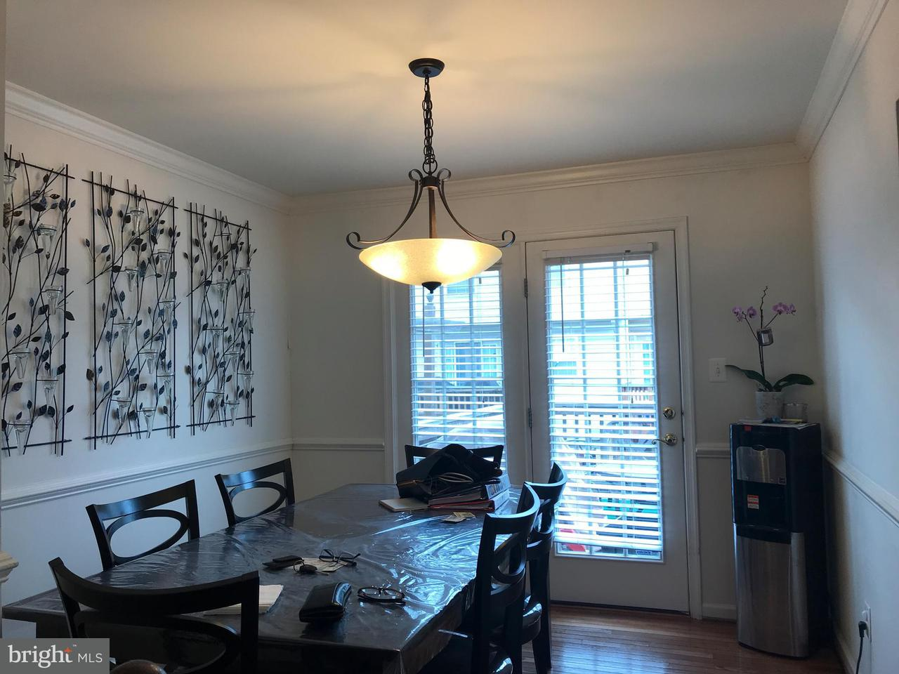 Additional photo for property listing at 6389 Trips Way 6389 Trips Way Springfield, Virginia 22150 Verenigde Staten