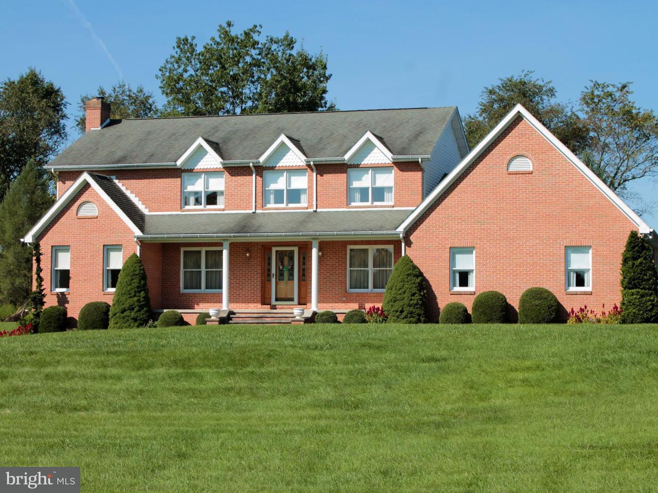 独户住宅 为 销售 在 8018 Lake Drive 8018 Lake Drive Fairplay, 马里兰州 21733 美国