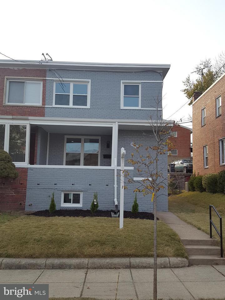 Casa unifamiliar adosada (Townhouse) por un Venta en 4822 10th St Ne 4822 10th St Ne Washington, Distrito De Columbia 20017 Estados Unidos