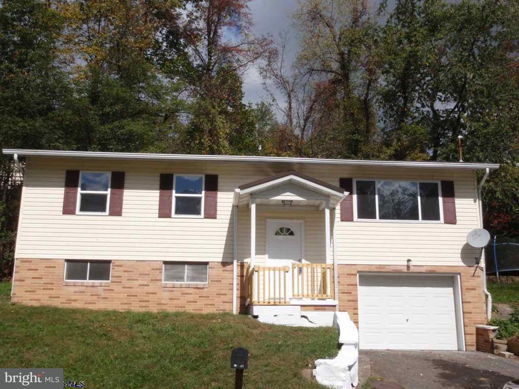 Single Family for Sale at 104 Elizabeth Cir Kingwood, West Virginia 26537 United States