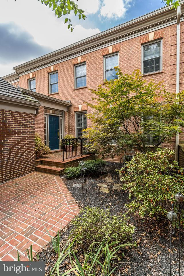 Townhouse for Sale at 7812 Hidden Meadow Ter 7812 Hidden Meadow Ter Potomac, Maryland 20854 United States
