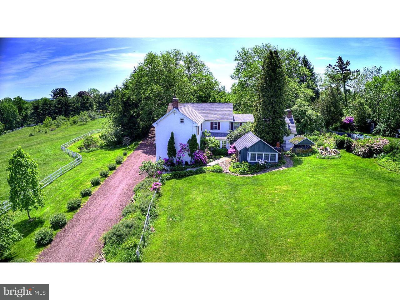 独户住宅 为 销售 在 207 CHURCH HILL Road Kintnersville, 宾夕法尼亚州 18930 美国