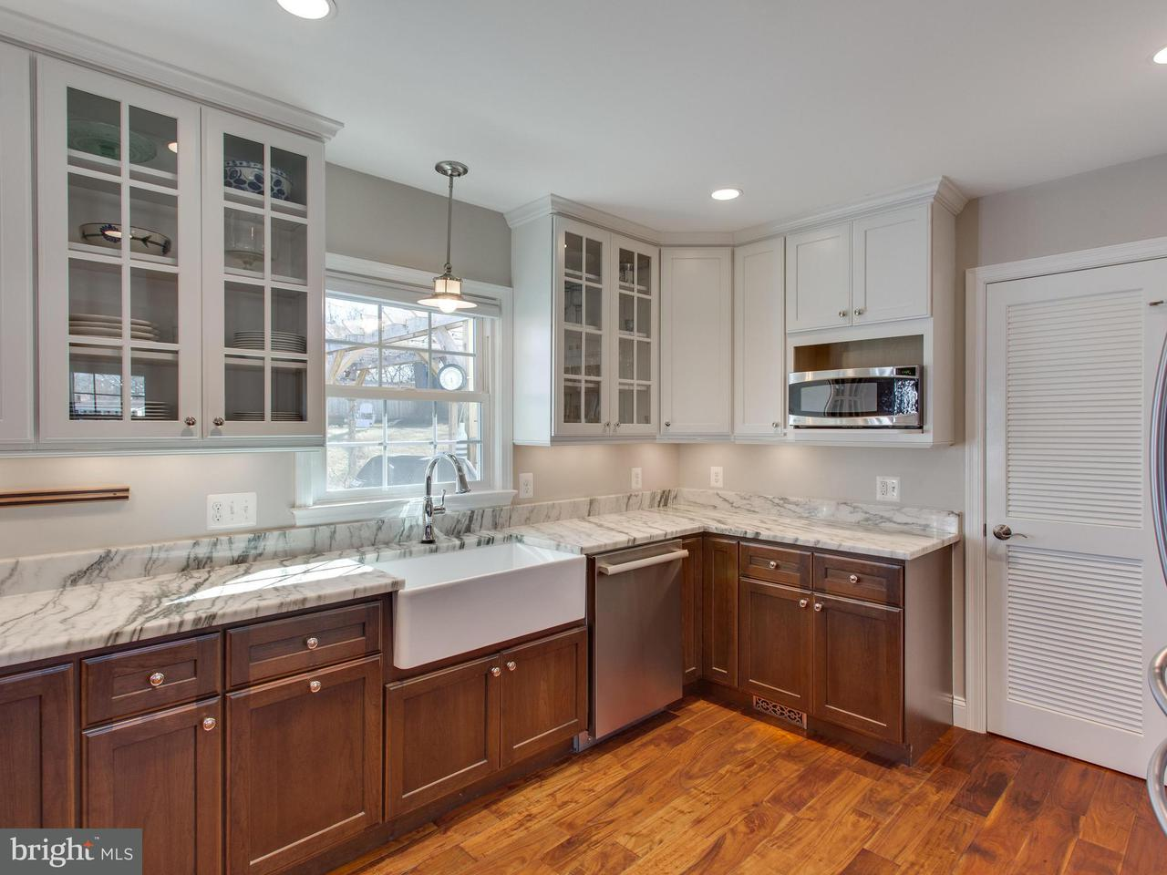 Additional photo for property listing at 8317 Cedardale Drive 8317 Cedardale Drive Alexandria, Virginia 22308 Vereinigte Staaten