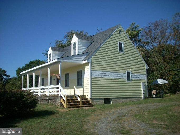 Farm for Sale at 20441 Unison Rd Round Hill, Virginia 20141 United States