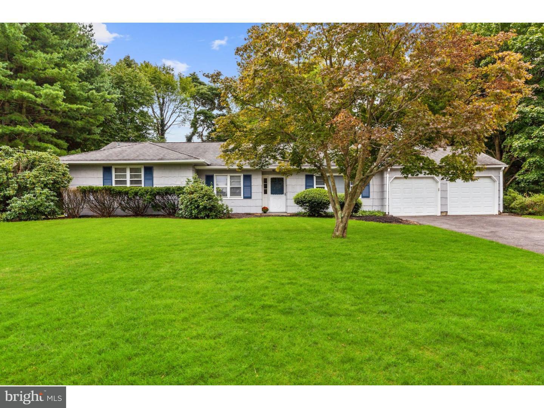 Maison unifamiliale pour l Vente à 9 LINCOLN Lane Dayton, New Jersey 08810 États-UnisDans/Autour: South Brunswick Township