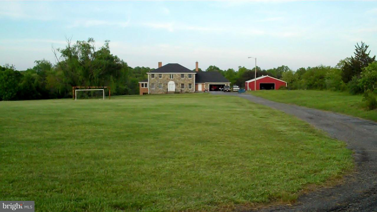 Φάρμα για την Πώληση στο 15901 Columbia Pike 15901 Columbia Pike Burtonsville, Μεριλαντ 20866 Ηνωμενεσ Πολιτειεσ