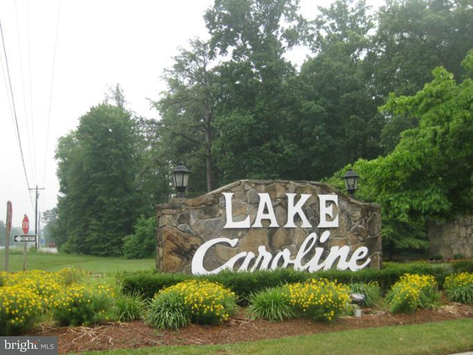 Additional photo for property listing at 405 Lake Caroline Dr  Ruther Glen, Virginia 22546 United States