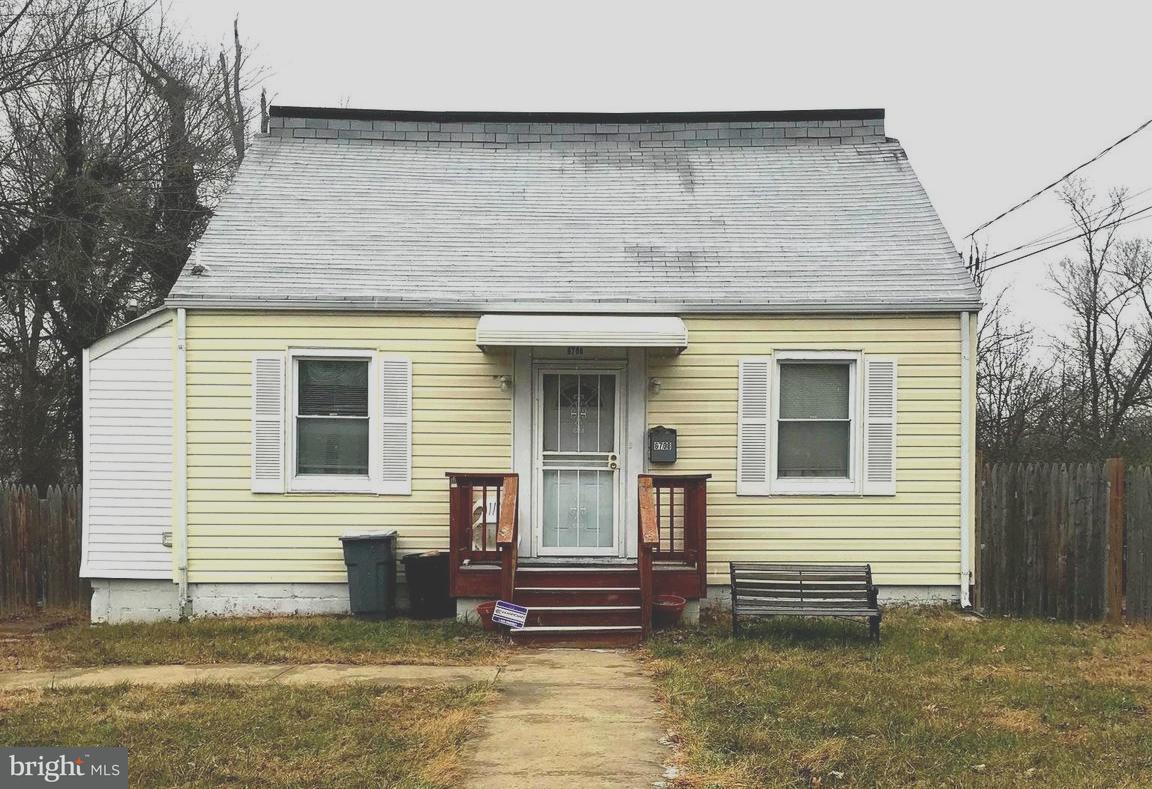 Single Family for Sale at 6708 Larkspur Rd Morningside, Maryland 20746 United States