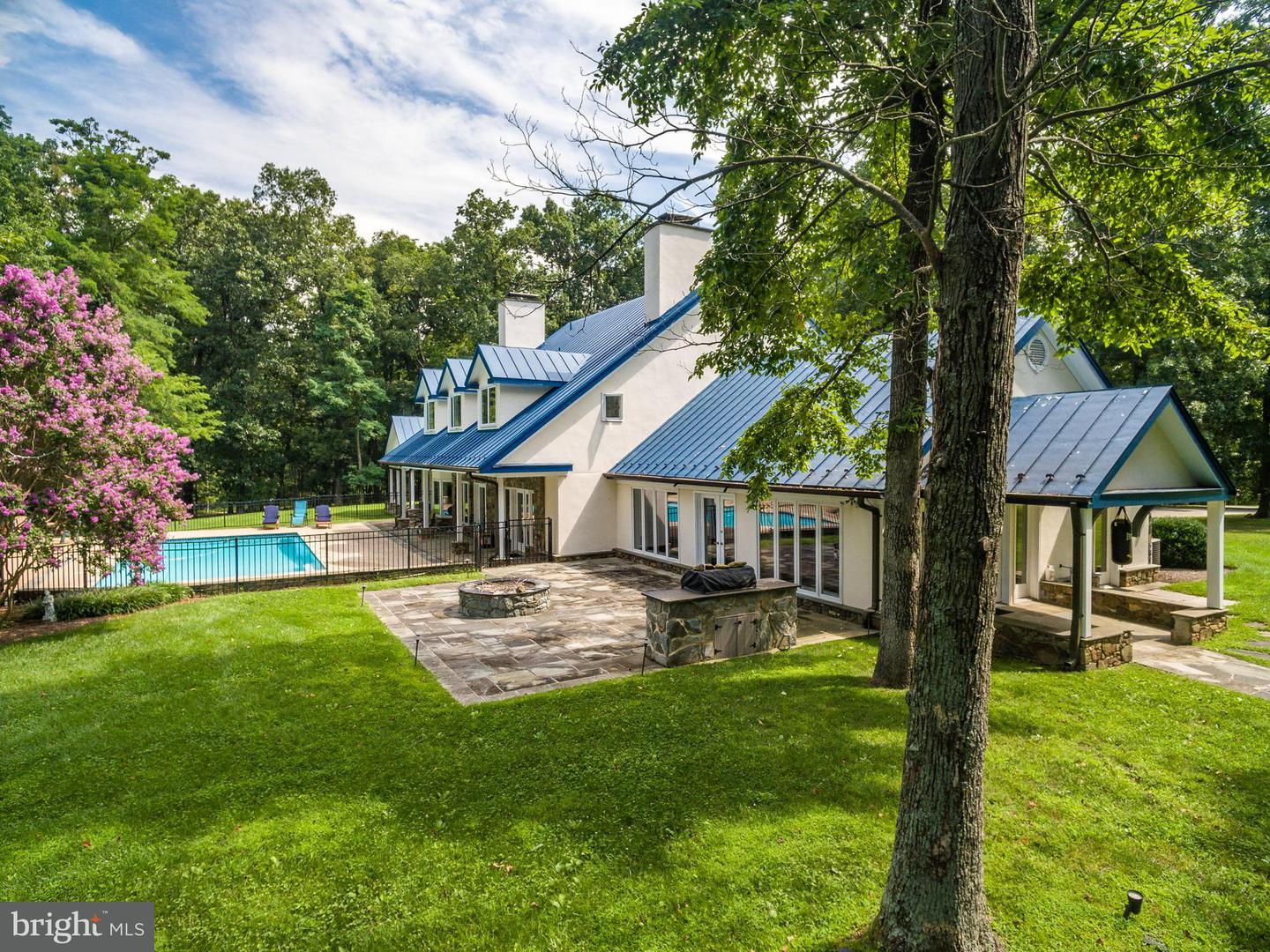 Single Family for Sale at 20022 Trappe Rd Bluemont, Virginia 20135 United States