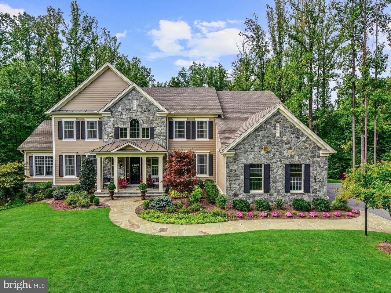 Частный односемейный дом для того Продажа на 11247 Independence Way 11247 Independence Way Ellicott City, Мэриленд 21042 Соединенные Штаты