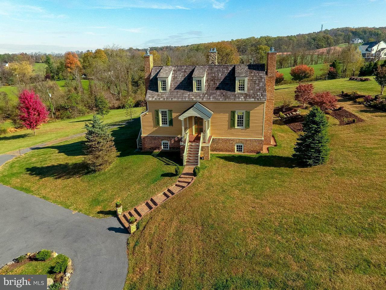 Casa Unifamiliar por un Venta en 15826 Old Waterford Road 15826 Old Waterford Road Paeonian Springs, Virginia 20129 Estados Unidos